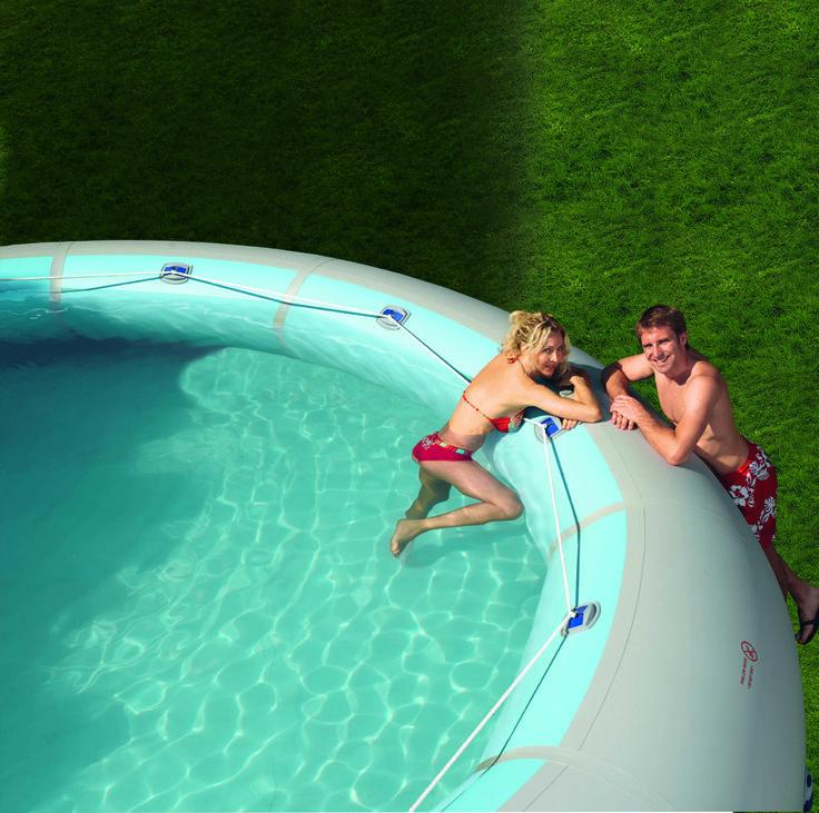 Geschmeidig, gemütlich und rundum einladend - ein #ZODIAC ORIGINAL-#Pool bietet der Familie ein Maximum an #Spaß und #Erlebnis.