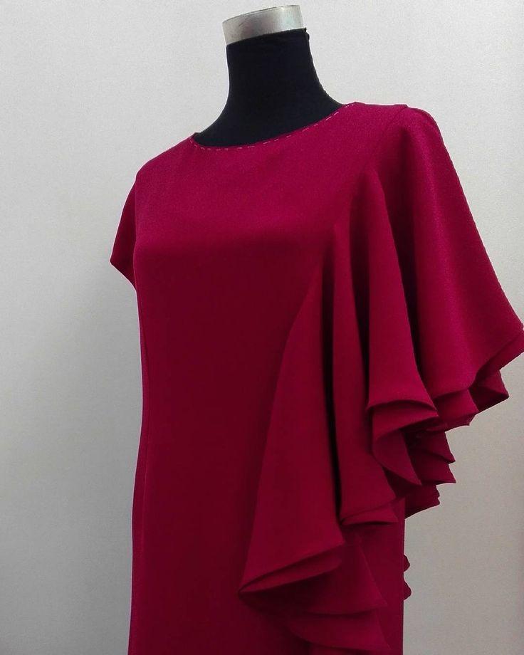 49 отметок «Нравится», 13 комментариев — Irina Yuzhakova, dressmaker (@i.yuzhakova) в Instagram: «Близится к завершению платье из креп-шелка на шелковом подкладе.  Ткани привезены на заказ, и какое…»
