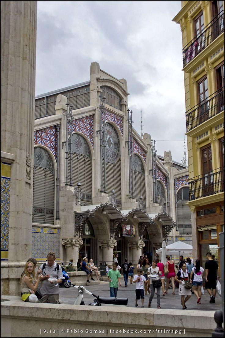 Mercado Central de Valencia. . Valencia Central Market [2013 - Valencia - Espanha / España / Spain] #fotografia #fotografias #photography #foto #fotos #photo #photos #local #locais #locals #cidade #cidades #ciudad #ciudades #city #cities #europa #europe #turismo #tourism #arquitectura #architecture