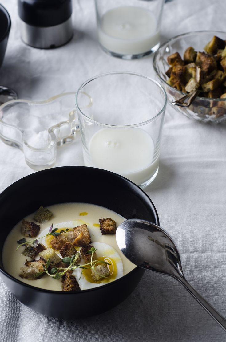 Ägg passar inte bara i spenat- eller nässelsoppa, det är även väldigt gott i en potatissoppa (bra också med lite extra protein till en soppa som detta). Låter konstigt, men prova! Soppan 5 st stora…