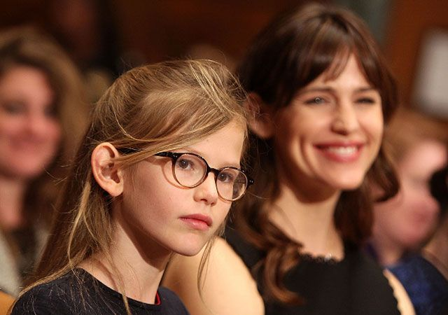Jennifer Garner and daughter Violet were there to support Ben Affleck as he testified before the Senate.