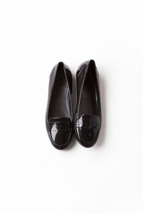 Kyoko Kikuchi's Closet | 雨の日のシックな装いにぴったり