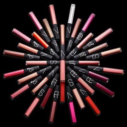 Lip gloss de #Nars brillo y color serio sexy, enriquecido con vitamina E