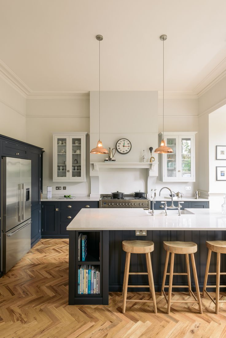 Country kitchen cool at it's very best. Love the mix of dark blue & pale cupboards with chrome hardware and warm hints of wood and copper