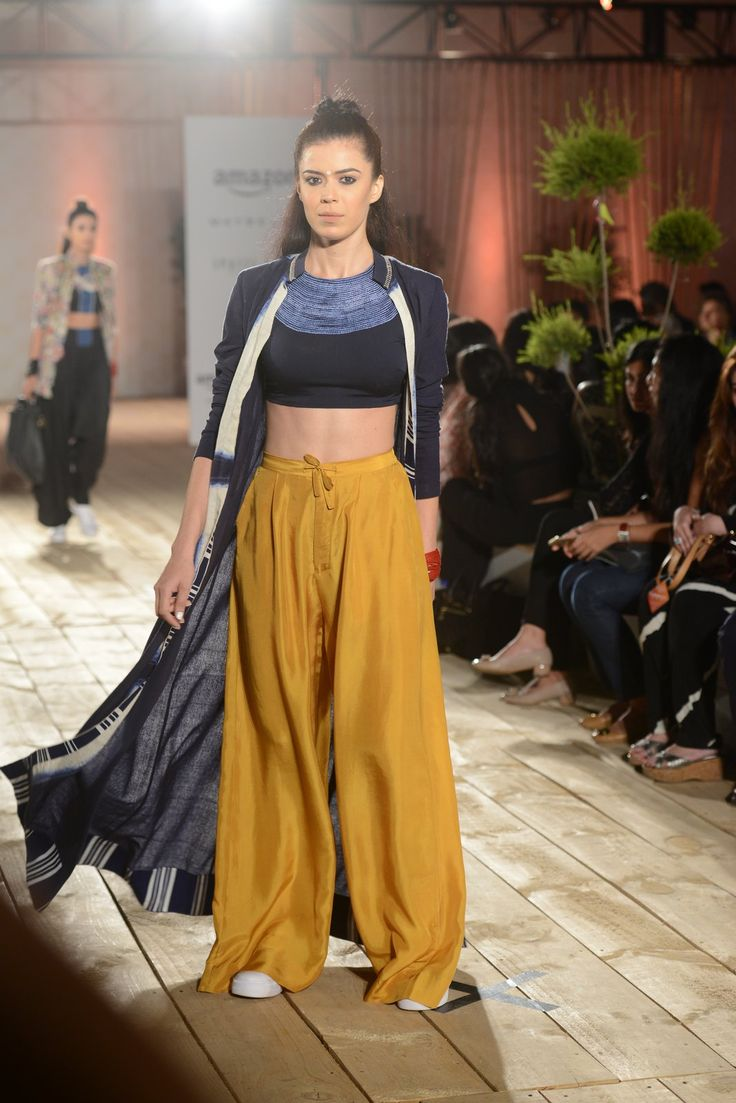 All the Looks From Anamika Khanna at Amazon India Fashion Week Spring/Summer 2016 -cosmopolitan.in