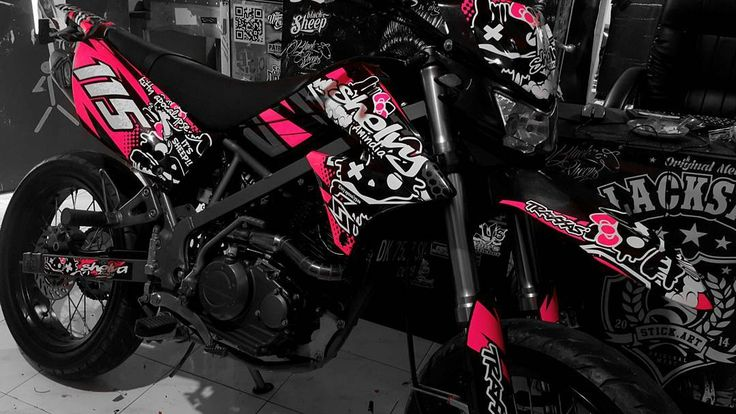 Kawasaki dtracker hello kitty dark  pink cutting sticker    #kawasaki #dtracker #supermoto #hellokitty #cuttingsticker #oracal6510 #blacksheepstickart  #banyuwangi & follow Instagram kami  @ckdsign