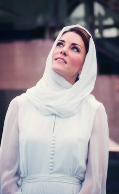 PHOTOS - Kate Middleton et sa robe vaporeuse signée Beulah. …