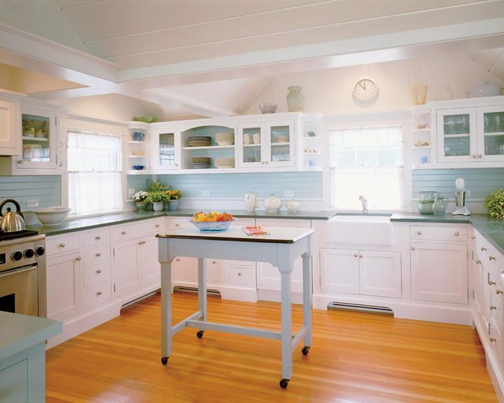 Lovely beach cottage kitchen: Beaches House, Beaches Cottages Kitchens, Beach Cottages, Dreams, Kitchens Ideas, Beach Cottage Kitchens, White Cabinets, Blue And White, White Kitchens