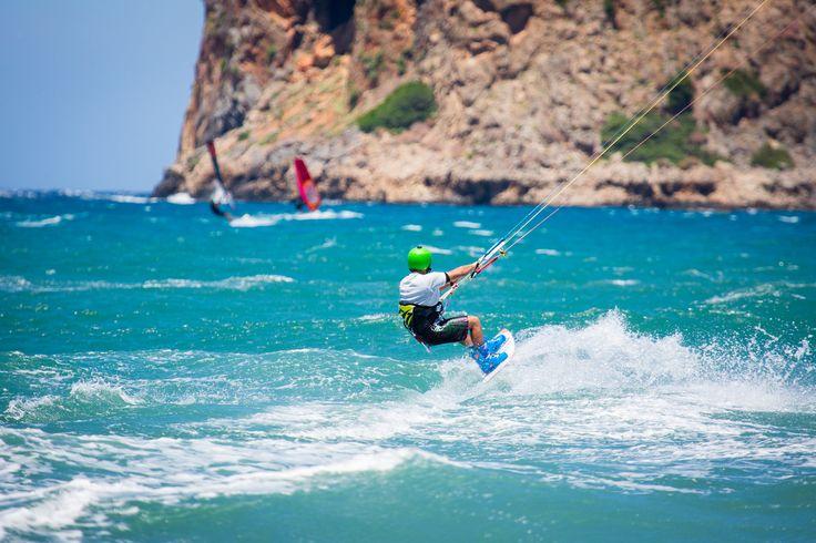 Kite Surfing in Chania https://www.flickr.com/photos/zachd1_618/18421976895/