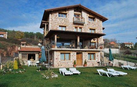 Casa Rural El Olmo 5 Espigas en El Rasillo de Cameros (#La Rioja) ofrece una noche en habitación doble con camas supletorias para dos adultos y dos niños con desayuno continental. Un plan increíble para disfrutar en #familia y conocer #LaRioja #Wonderbox #WonderboxRealizamosTusSueños