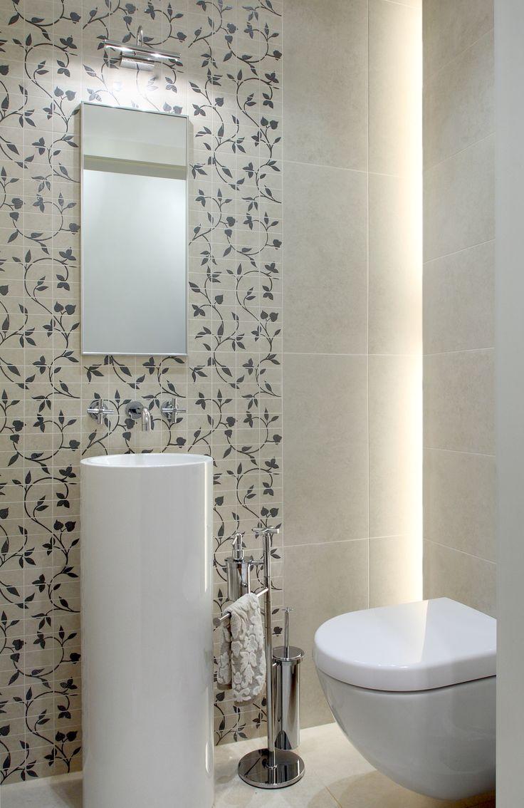 Toaleta przy pokoju dziennym.