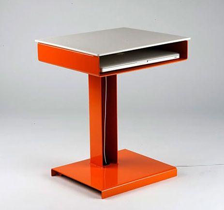 Обычный стол для ноутбука
