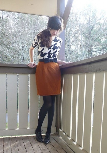 Great color combo--houndstooth and one of the popular colors of fall--pumpkin.