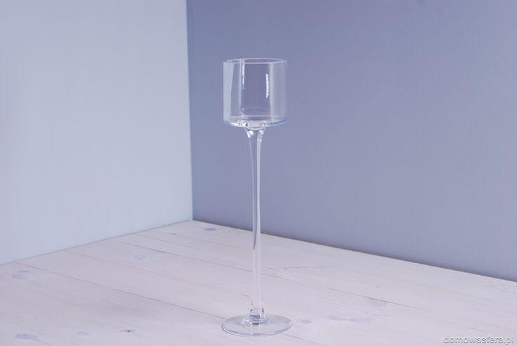 Elegancki szklany kielich z posrebrzaną krawędzią. Szykowna ozdoba z płonącą świeczką lub bez.