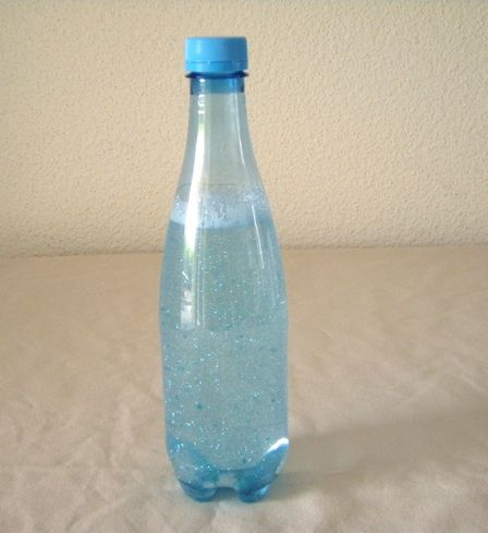 La bouteille de retour au calme, comme son nom l'indique, permet à l'enfant de s'apaiser plus facilement après une colère ou une grosse crise. En effet, ce