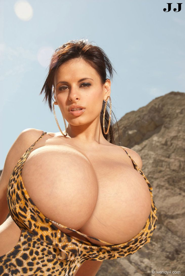 bigtits .com WOOOWWW!!!! she could share and still have giant breasts howtobiggerbreasts. com