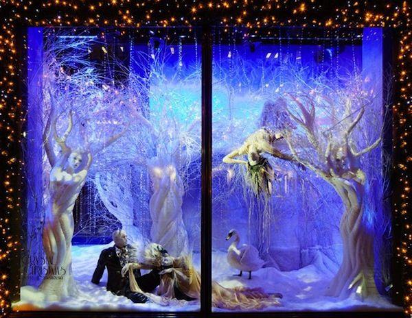 amazing christmas window display