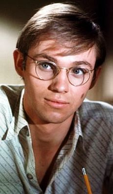 "Richard Thomas played John Boy Walton, Waltons 1974 - I watched the Waltons regularly and my dad used to tease me because ""John boy was a little girl because he couldn't shoot a turkey for their thanksgiving supper one episode"" LOL When they changed actors for John Boy I stopped watching. It just wasn't the same."