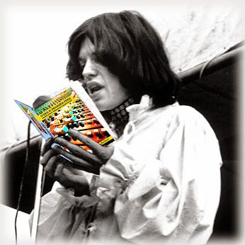 """Nella foto un giovane Mick Jagger legge il capitolo """"Musicisti Vs fonico"""" http://www.amazon.it/dp/B00FKFA95Q"""