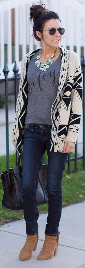 Skinnies + cozy sweater.  #wifey#lookbook#style. Ugh. This tee again. Want itttt