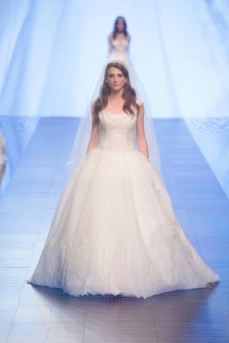 Alessandra Rinaudo 2016 collection #AlessandraRinaudo #nicolespose #romafashionshow #nicole #2016 #collection #wedding #weddingdress #fashion #love #white #color #flower #runway #catwalk #model #models #bride #bridal #brides #marriage #abitodasposa #sposa