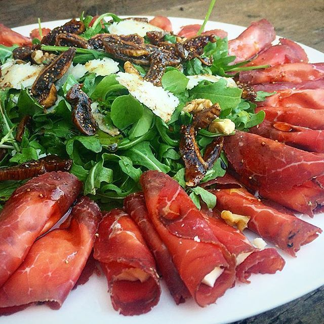 We love preparing simple and tasty pick and drink meals when the odd visit comes around for Christmas... Our Bresaola (cured beef) Involtini stuffed with cheese and finished with rocket, marinated figs and Parmesan makes for a delicious and unique salad for the festive season... Recipe now available under the Italian pages at the Hare & Tortoise Kitchen   #celebrate #eat #delicious #italiancuisine #salads #yum #food #recipe #easyrecipe #foodie #foodlove #foodblogger #rocket #bresaola #fig…