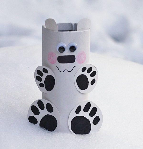 This little cardboard tube polar bear is so easy to make. Fun and Creative Winter Themed Crafts For Kids, http://hative.com/fun-and-creative-winter-themed-crafts-for-kids/,