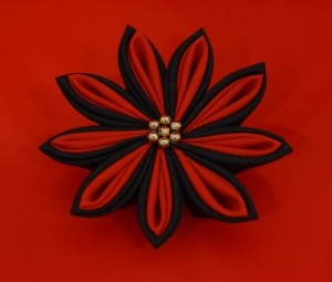 Kanzashi Flower Brooch/ Hairclip. I LOVE these flowers!
