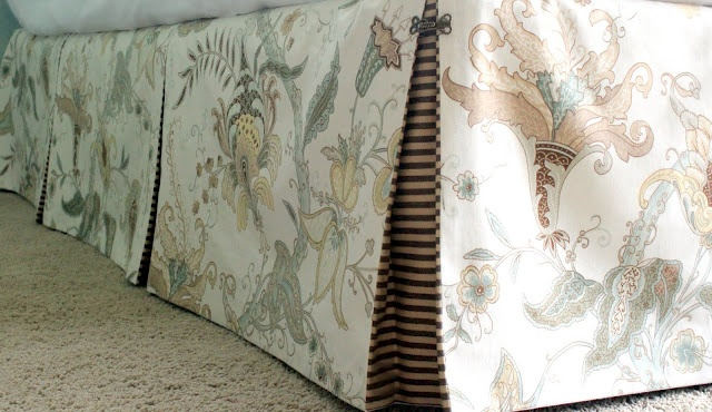 how to make a pleated bedskirt w/contrasting fabric inside pleats