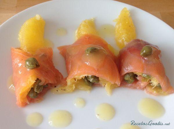 Receta de rollos de salm n ahumado con coulis de naranja for Canape de salmon ahumado