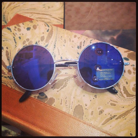 Retro sunglasses: John Lennon 60's medium shiny blue.