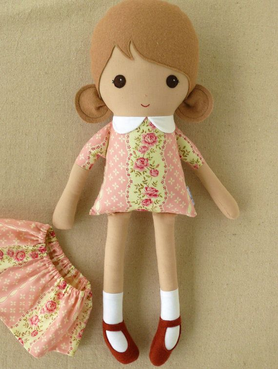 Tela muñeca Rag Doll chica en vestido de flores de por rovingovine