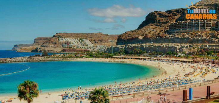 """Amadores, la playa tranquila. ¿Es usted acaso corredor de bolsa? ¿Trabaja en un entorno ultracompetitivo? ¿Si? Pues entonces quizás no le conviene venir de vacaciones a Amadores, en el sur de Gran Canaria. Puede caer víctima de la tranquilidad duradera. La tranquilidad que asalta al veraneante que decide tomar vacaciones en la playa de Amadores. Los expertos lo conocen como el """"síndrome del gran gran descanso""""."""