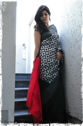 Double ikat saree handloom handicraft saree..nice ikkat fine ikkat...very ikaat work on yarn of warp amd weft...