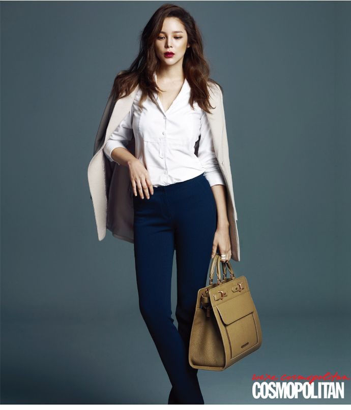 In the November pages of Cosmopolitan Korea, Park Si Yeon shows the fashion must-haves of a career woman. Among those would be a collection of Carlyn bags! Check it!       Source  | …