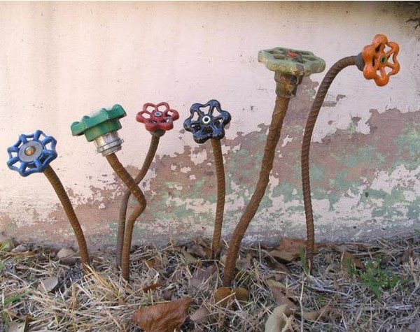 """garden art-I've seen something like this before,but this is charming and I love the """"recycle"""" aspect of it!"""