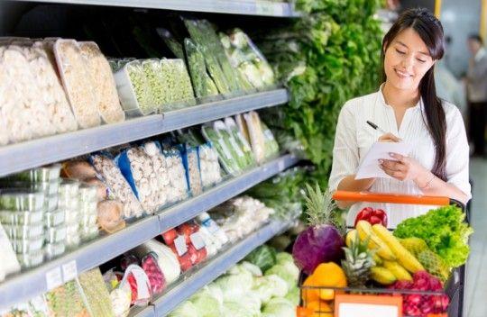 Recomendaciones para que a la hora de hacer la compra no te dejes llevar por las #emociones, ya que éstas irán también a tu despensa y por ende, a tu plato. #nutricion #salud #bienestar