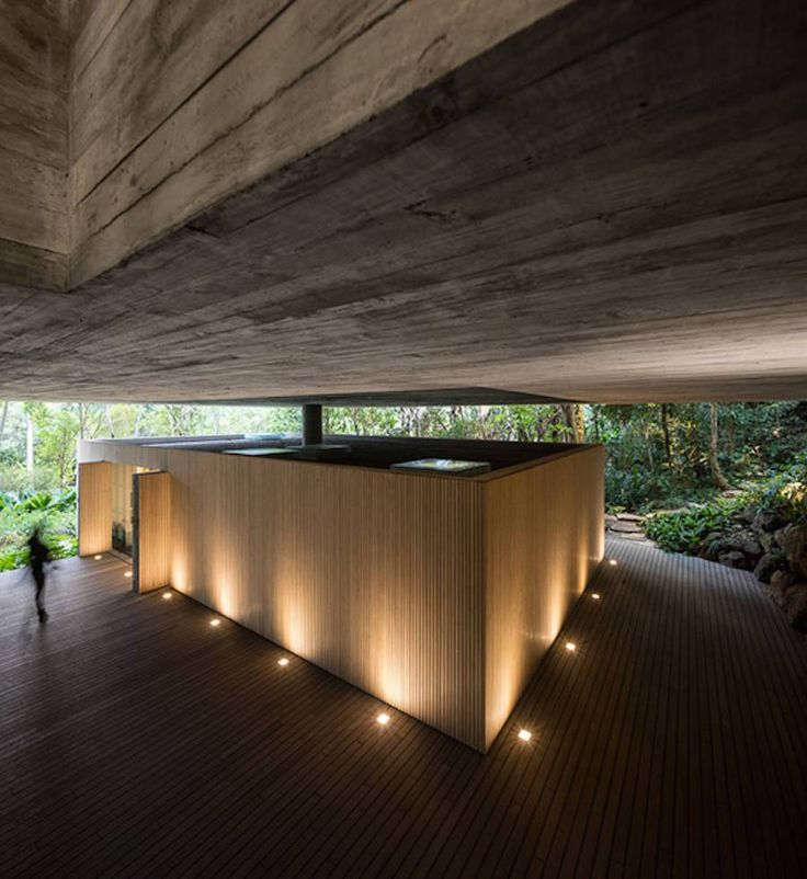 MK27 is the studio behind the design of the Casa Guaruja, a dream villa perched on forested hills of Sao Paulo. This heavenly abode features including an open floor, a green roof and a pool terrace…
