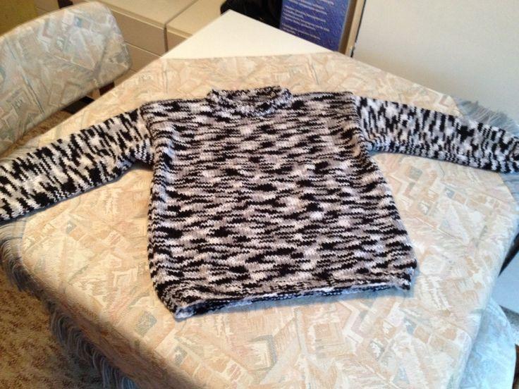 Black-grey-white hand knitted kids sweater - Zwart-grijs-witte handgebreide kindertrui