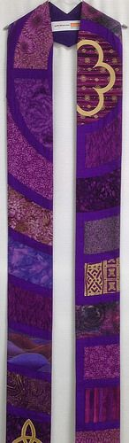 Labyrinth stole of silk dupioni, cotton and synthetic.