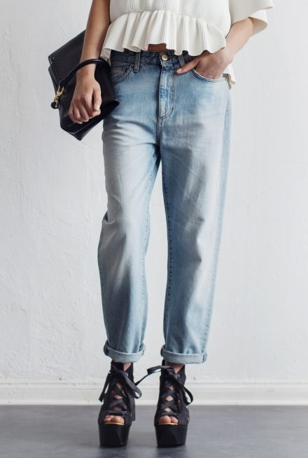 Perfect summer baggy jeans, the shade of pale worn denim is so lovely.