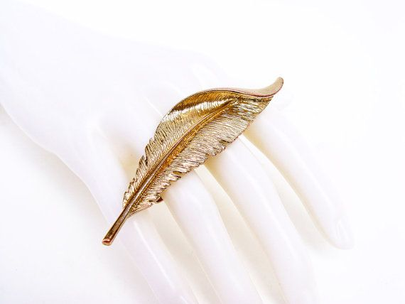 Feather Double Finger Ring. A gold tone feather on by SellTheOld