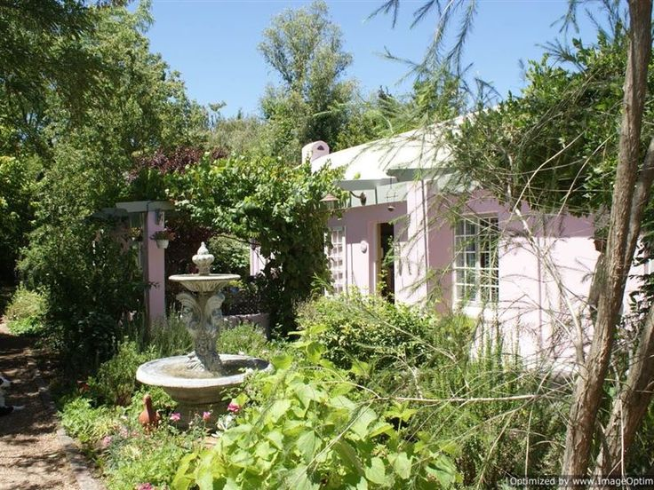 Pinkpaleis - Pinkpaleis is situated in the peaceful Overberg town of Greyton. This town is at the foot of the beautiful Riviersonderend Nature Reserve and promises to be a quiet and relaxing countryside escape.This ... #weekendgetaways #greyton #overberg #southafrica