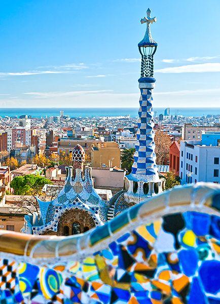 Bezauberndes Barcelona – Geschichtsträchtige Hafenstädte, blaue See, Sonnenschein und mediterrane Lebensfreude: Eine Kreuzfahrt im westlichen Mittelmeer führt an einige der schönsten Orte Südeuropas.
