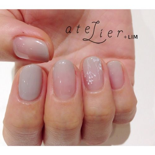 Ombre manicure with light grey | LESS IS MORE