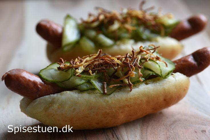 Bløde og lækre pølsebrød til vores hotdogs i aftes :-) Jeg har et lidt anstrengt forhold til pølser. Det er nok én af de meget få ting, jeg næsten ikke kan spise, men pølserne fra Løgismose er fakt…
