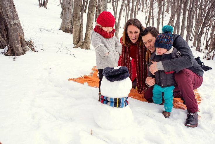 winter family time, winter kids, winter family photos, winter photo shooting, winter photos with kids, kids of winter, family photos, snowman family photo, family photo with snowman