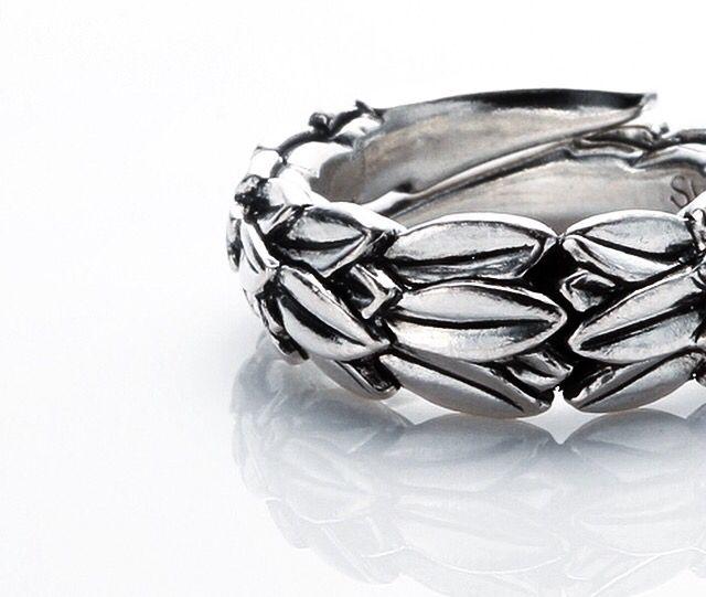 Laurel Wreath Crown Ring for Menhttp://www.shopjay.com/products/detail.php?product_id=325 月桂樹の葉の~冠リング。チャレンジし続ける男のピンキーリング