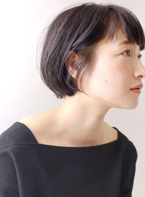 ポイントは、ショートバング!大人女子で『少し個性を出したい』『飽きたからイメージを変えたい』方に特にオススメです。前髪の幅などは、骨格に合わせて切ります。