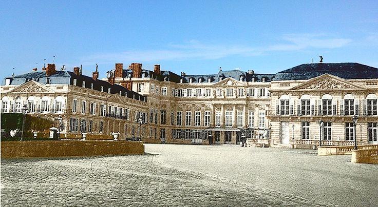 Photographie du château de Saint-Cloud prise sous le Second Empire (et colorisée par M. Philippe Le Pareux).